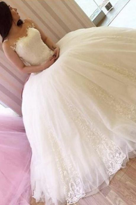 Classic Sheer Scoop Sleeveless Ball Gown Wedding Dress with Lace appliques